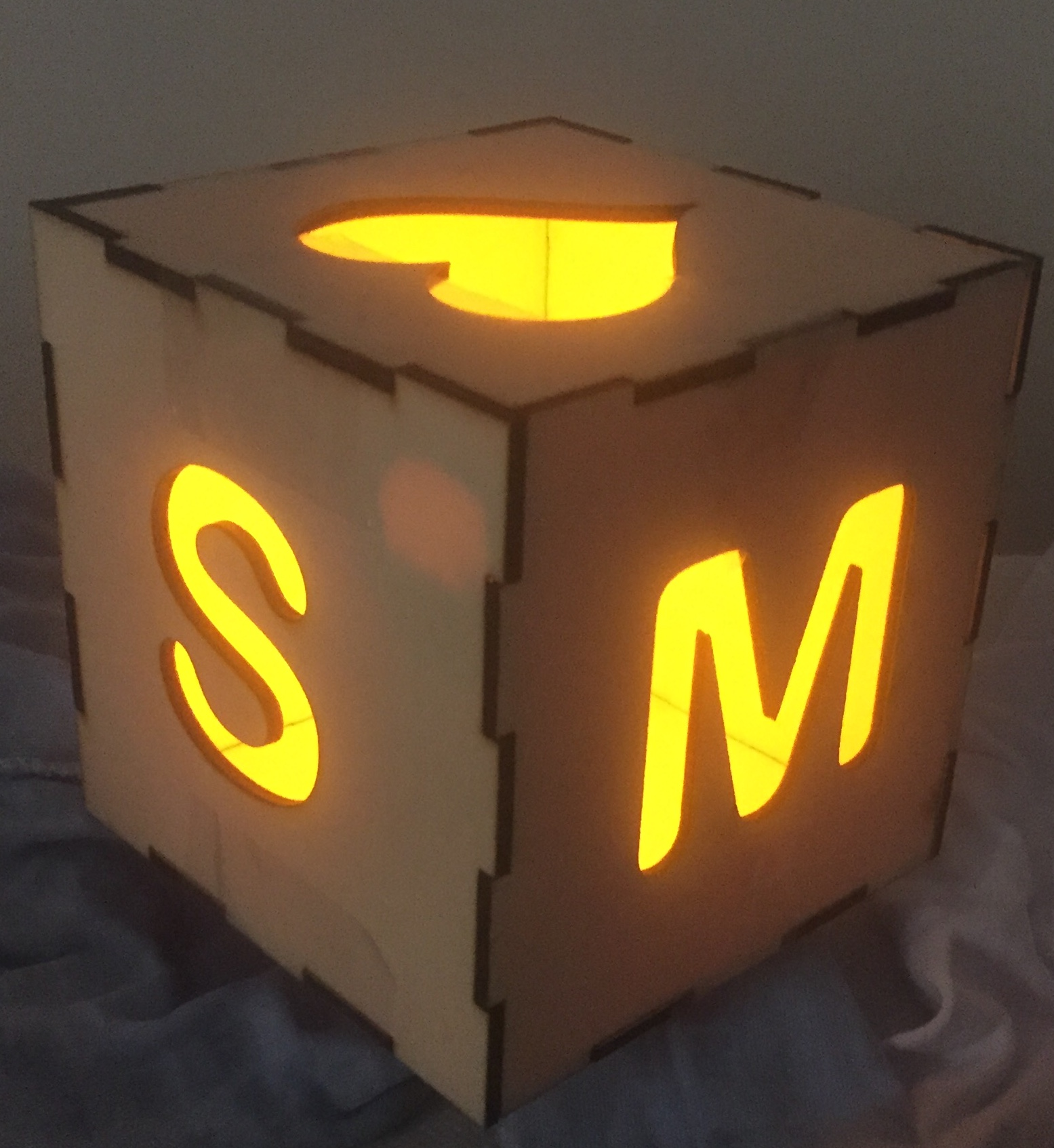 تصميم مكعب ثلاثي الأبعاد
