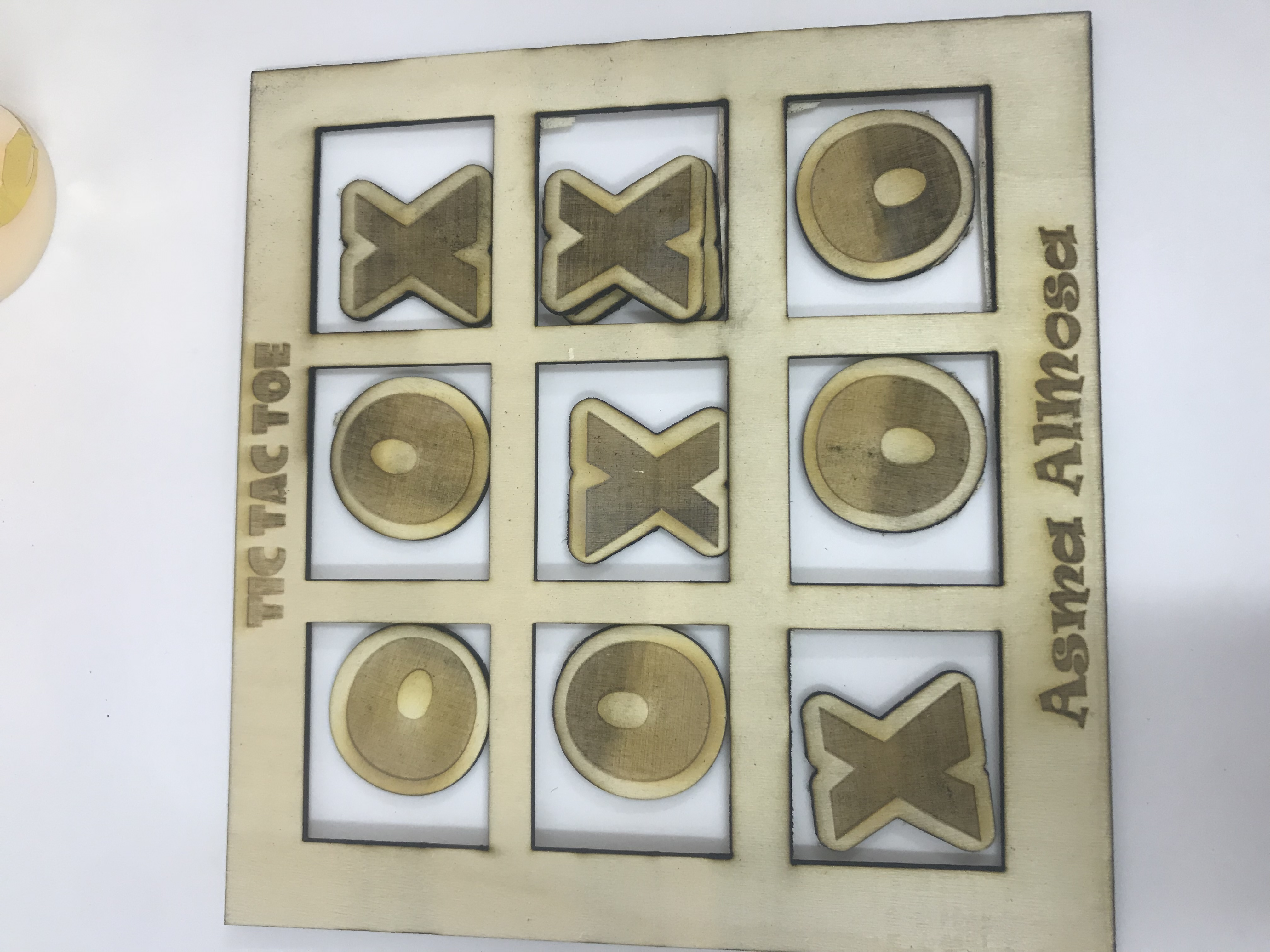 Tic tac toe by laser cutting