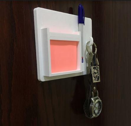 مذكرة جدارية مع حامل للمفاتيح