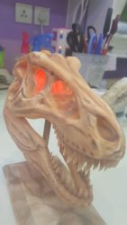 مجسم رأس ديناصور مع لمسات خاصة