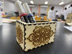 صندوق أقلام مع زخارف اسلامية