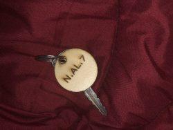 ميدالية خشبيه