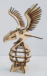 مجسم النسر الطائر